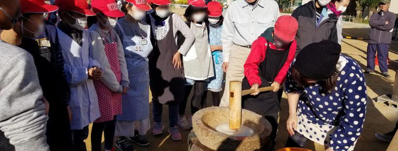 甲東小学校の餅つき体験