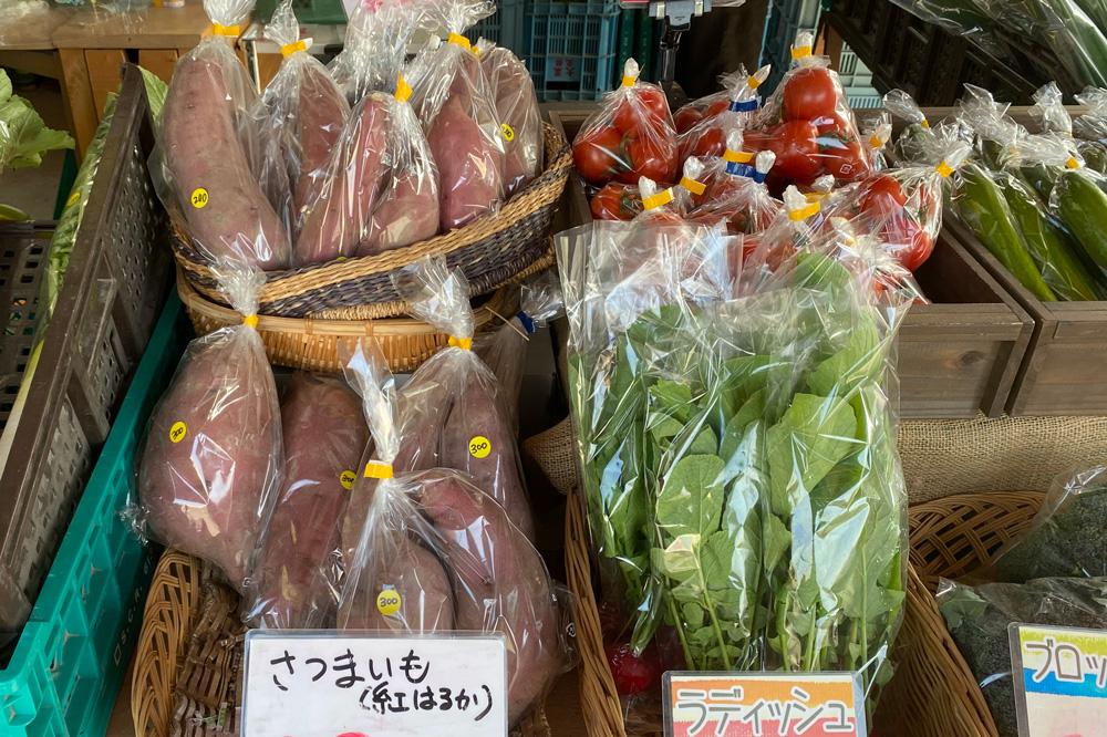 色とりどり。旬の野菜が並ぶ直売所
